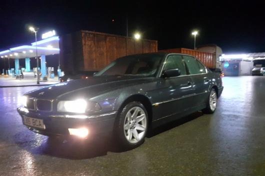 BMW 750 5.4 240 kW 1994