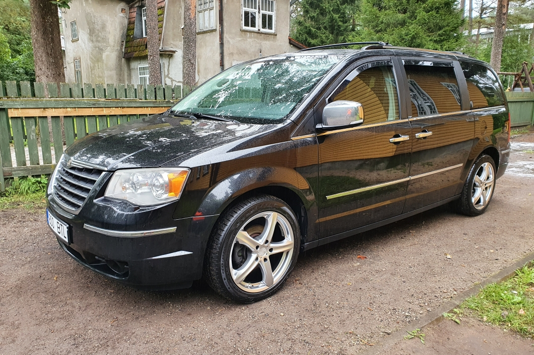 Chrysler Voyager Grand Voyager Stow n go 2.8 120 kW 2011