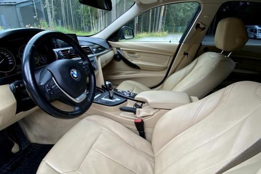 BMW 320 2.0 135 kW 2012